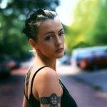 Holly McNarland — Numb