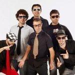 La Banda del Capitán Canalla & The Refrescos — Aqui no hay playa