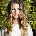 Pernilla Andersson — Easier//Alice In Wonderland